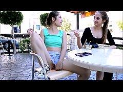 Novinhas brincando de tomar sorvete na buceta