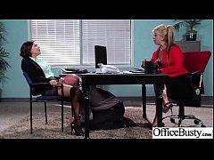 Patrão masturbando a secretária debaixo da mesa