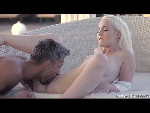 Sexo começa na varanda e acaba na cama