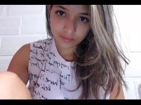 Novinha 18 anos arreganhando buceta