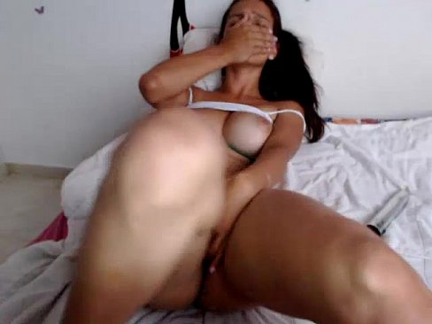 Orgasmo intenso de novinha na masturbação