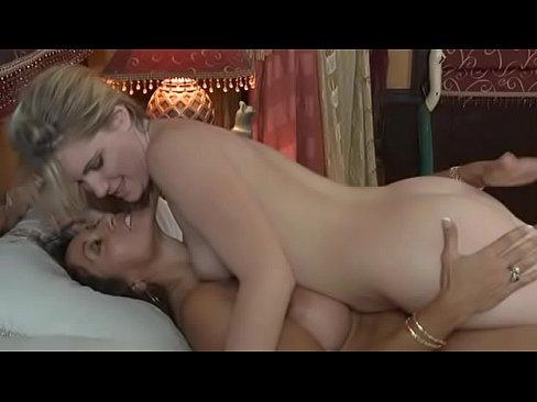 Sexo na cama com namorada depois do jantar