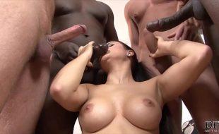 Safada fazendo orgia Interracial anal a vaginal