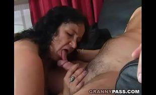 Sexo com velha bem safada